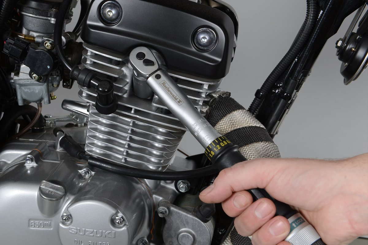 Fig. 12: Spark plug threads are easily damaged, so it's best to tighten with a torque wrench