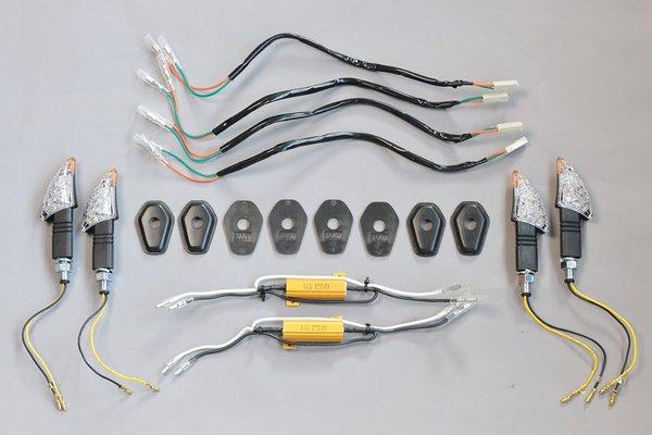 Für unser Beispiel benötigt: 4 LED-Blinker, 2 Widerstände, 4 Adapterkabel, 4 Aufnahme-Cover
