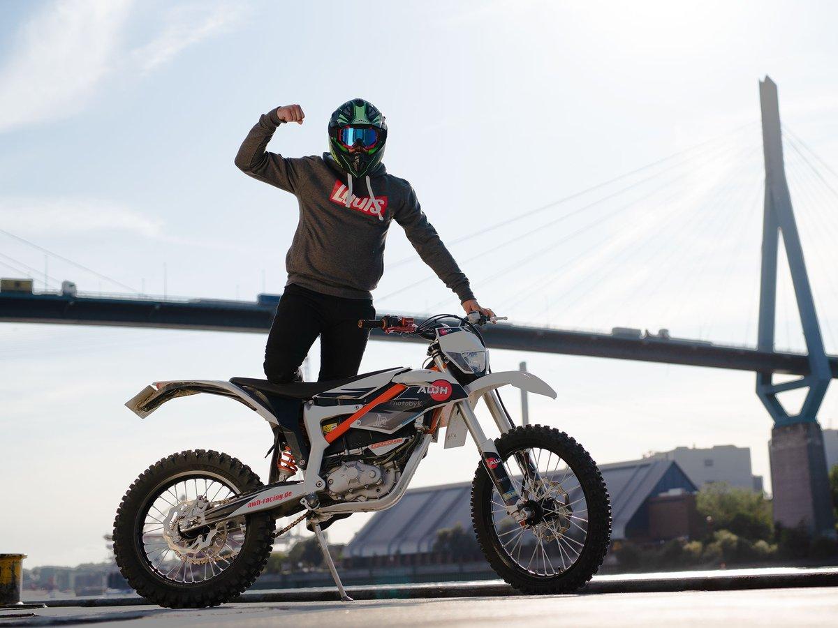 Motorradfahrerinnen erobern die Straßen