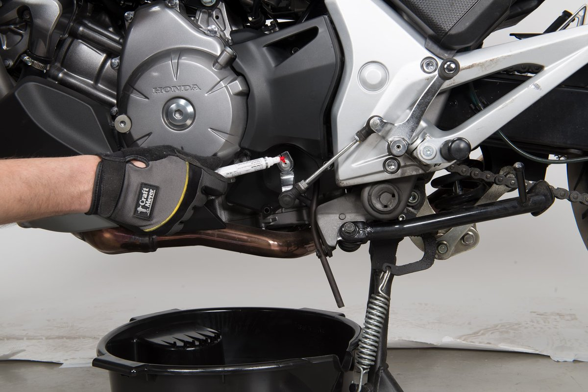 Step 1, Fig. 1: Mark the position of the shift lever