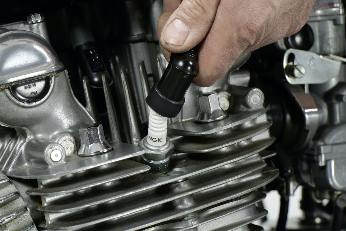 Step 2: Spark plug connectors secure?