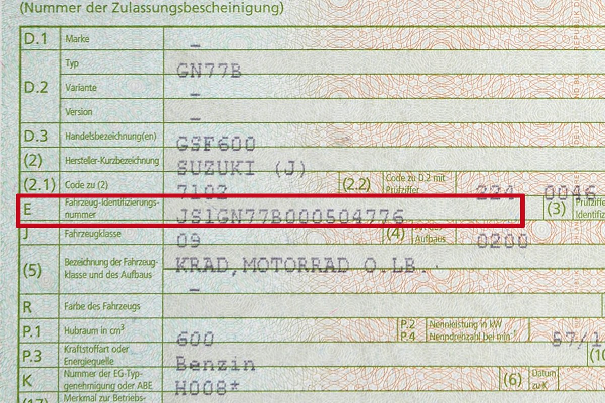Fig. 5: The VIN must match the number in the vehicle registration certificate and the contract of sale