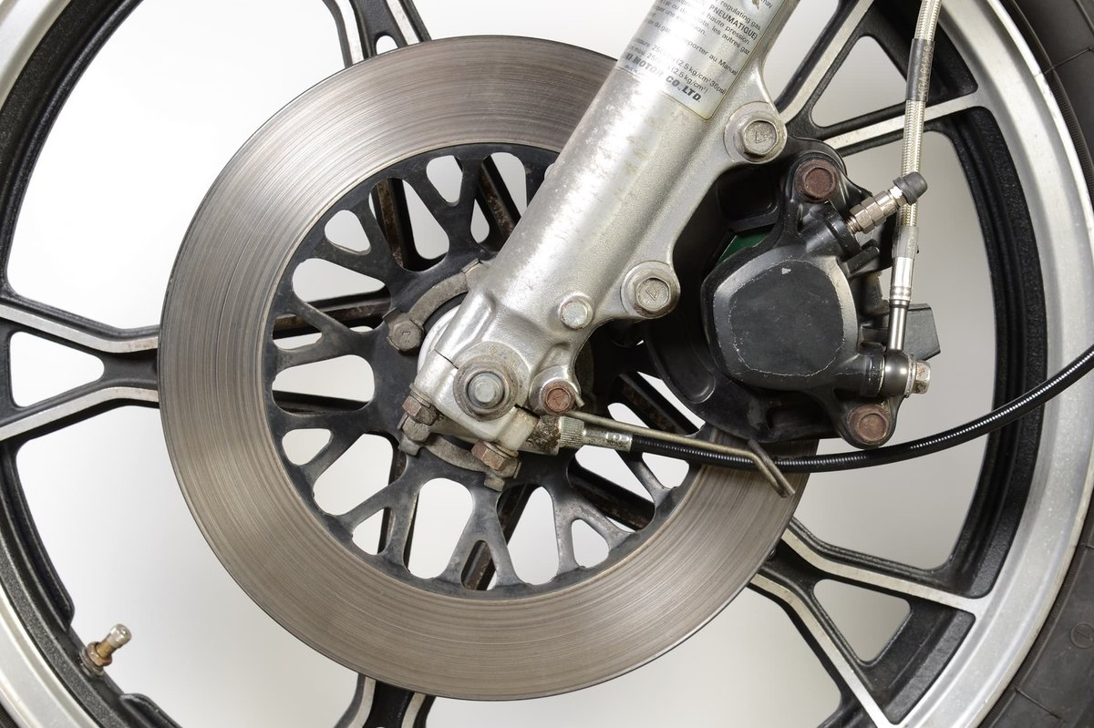 Floating caliper brakes can also cope with one-piece brake discs