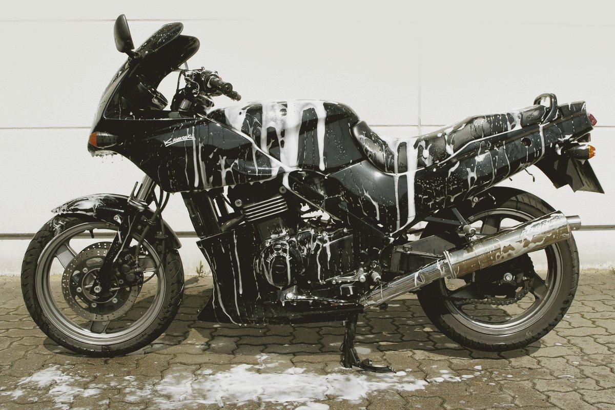 Motorradpflege und Pflegemittel
