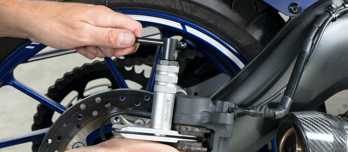 Replacing the brake pads