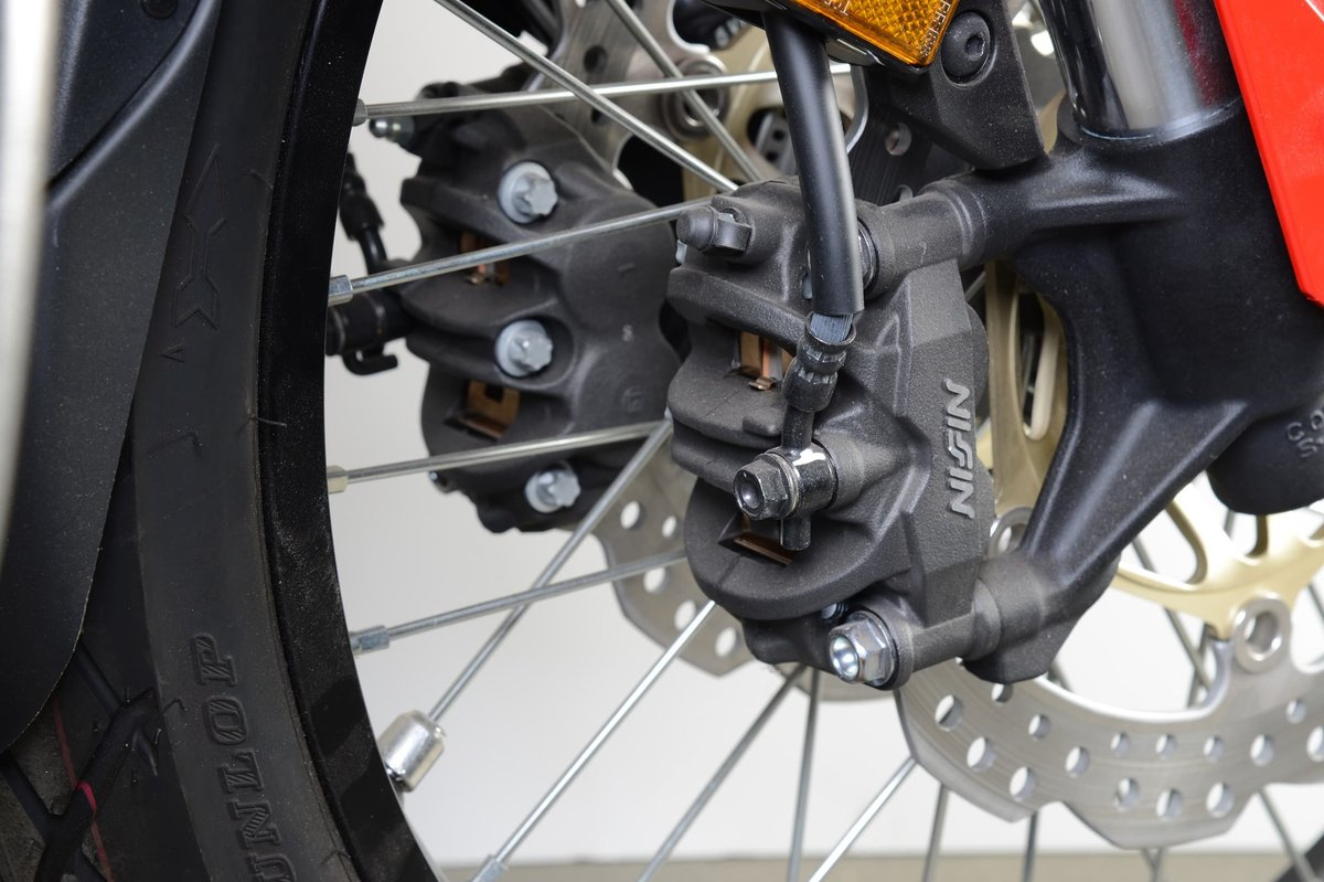 With fixed caliper brakes there are always two brake pistons opposite each other