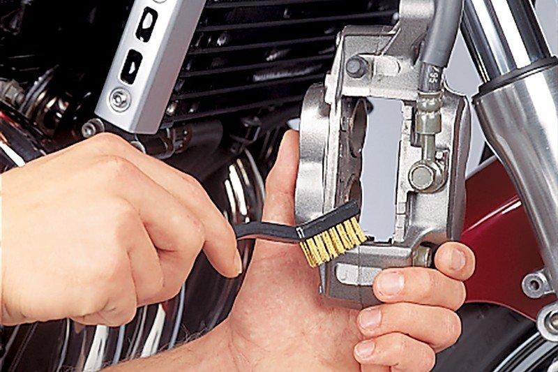 Step 4: Bremssattel reinigen