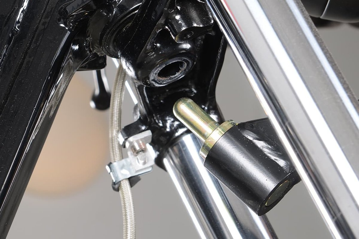 Perfect for working on the front wheel and fork: Stand attachment on handlebar tube.