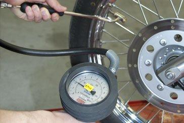 motorradwartung und luftdruck