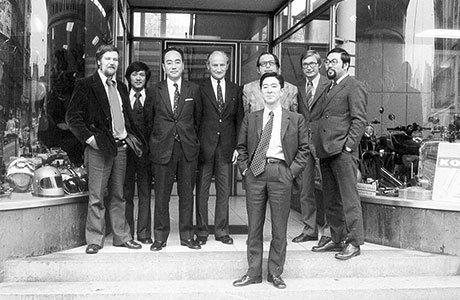 Die dreiköpfige Delegation von Kawasaki bei Detlev Louis