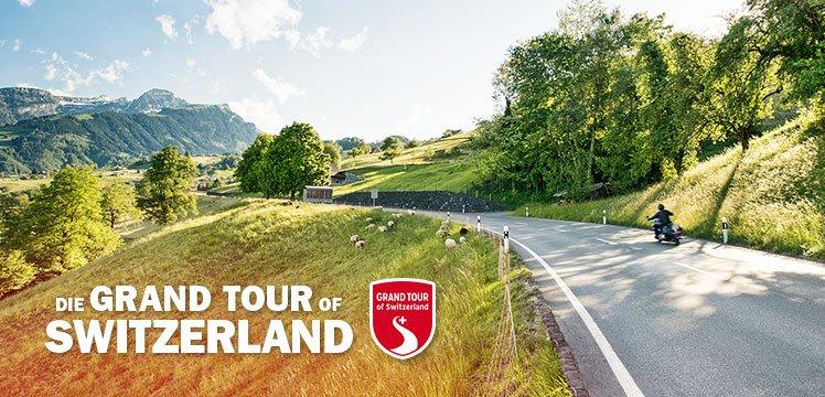 Wildhauspass - Auf dem Weg nach Liechtenstein: Lockeres Kurvenschwingen durch Schweizer Bilderbuchlandschaft.