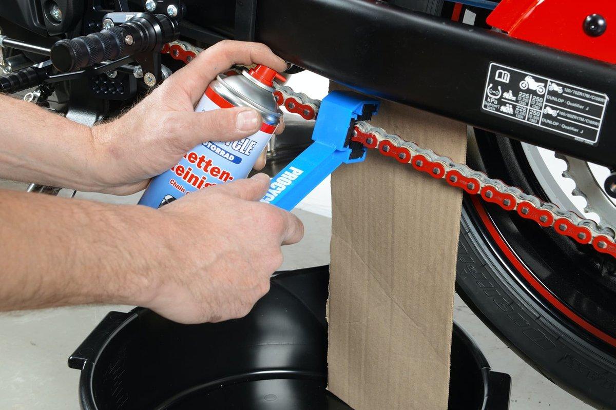 Step 11 – Antriebskette reinigen am Motorrad