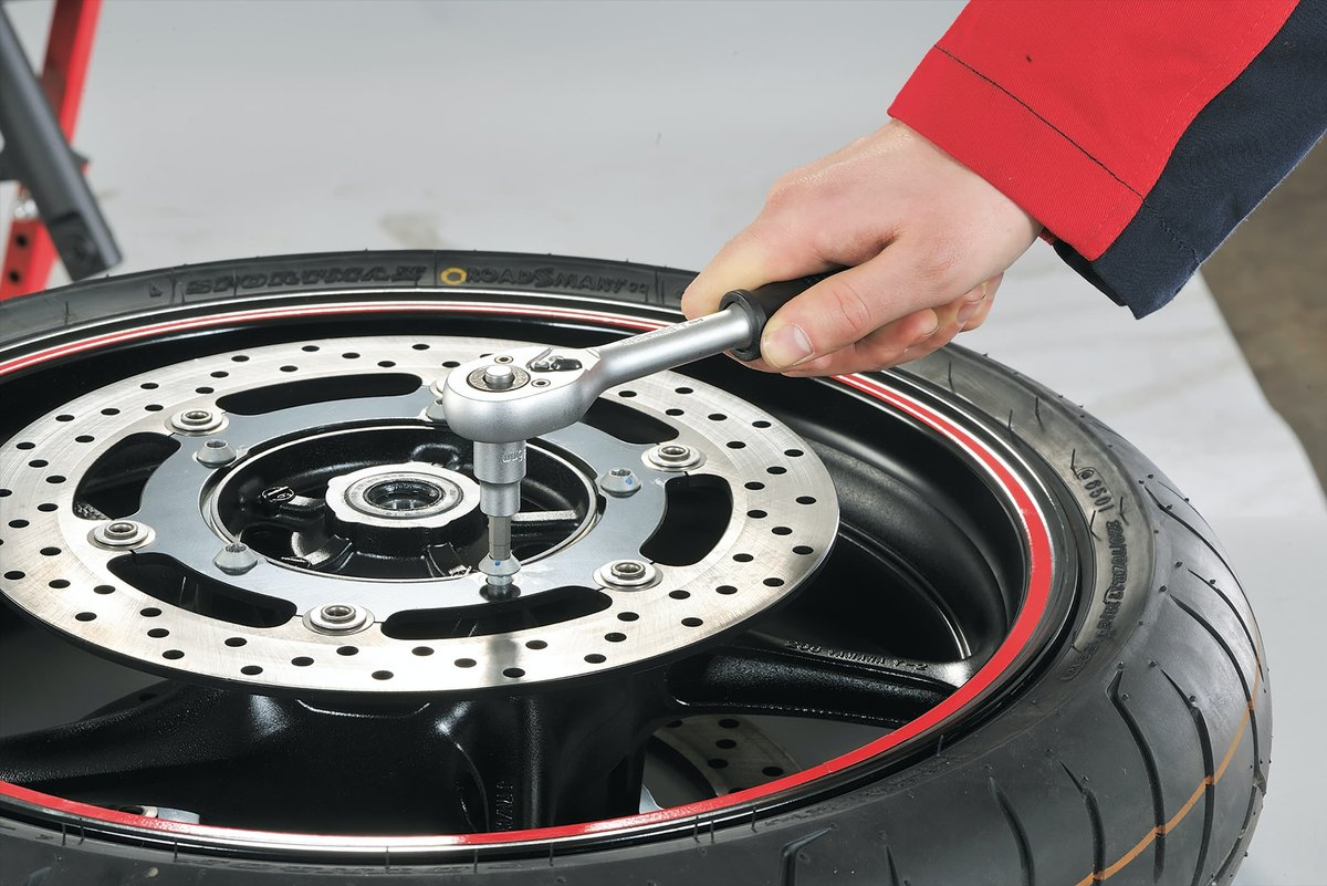 Step 3: Undo the fastening bolts on the brake disc