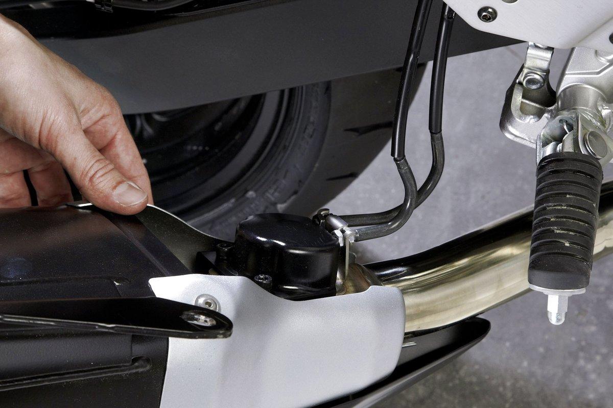 Step 2 – Abdeckkappe des Stellmotors der Steuerwelle entfernen