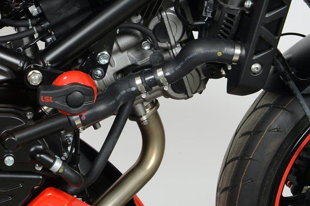 Step 1 – Motorrad säubern