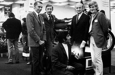 Weltpremiere der Kawasaki 900 Z1 auf der IFMA 1972. Rechts im Bild: Detlev Louis und Günther Albrecht