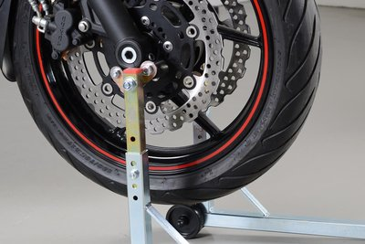 Sufficient for removing front wheel: Stand attachment on fork feet.
