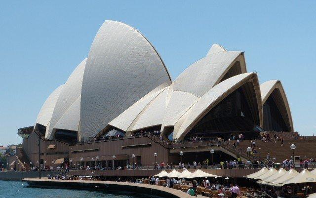 Sydney Opera –Glänzende Fassade