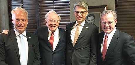From left to right: Nico Frey, Warren Buffett, Joachim Grube-Nagel and Ted Weschler